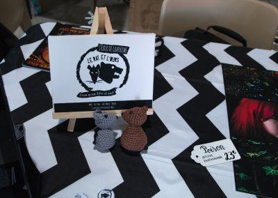 Vu sur la pancarte et les figurines-logo du stand du rat et l'ours au bloody week-end à Audicourt.